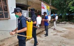 Karang Taruna Barito Timur Semprot Disinfektan di Fasilitas Umum
