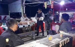 Polsek Hanau Patroli Gabungan Bubarkan Perkumpulan Warga Secara Persuasif