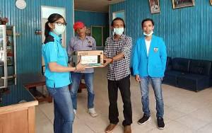 Pemuda Peduli Covid-19, KNPI Kapuas Salurkan Bantuan Vitamin kepada Wartawan