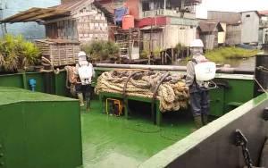 Polres Sukamara Juga Semprot Disinfektan Kapal dari Luar Daerah
