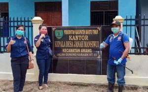 Bantu Pemerintah Kecamatan, Karang Taruna Desa Hayaping Keliling Desa Semprot Disinfektan