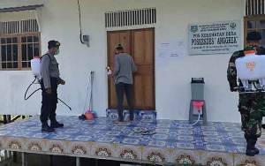 TNI - Polri dan Perangkat Desa Kompak Semprotkan Disinfektan Fasilitas Publik di Pulau Petak