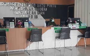 Tetap Berikan Pelayanan, Pengadilan Negeri Pangkalan Bun Atur Jarak dan Sediakan Hand Sanitizer
