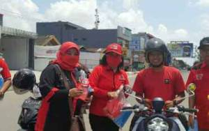 Ketua DPRD Kotim Ikut Turun ke Jalan Bagikan Masker