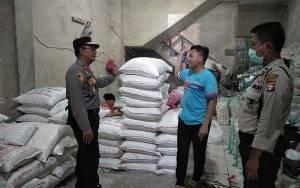 Kapolsek Pahandut Cek Ketersediaan Gula Pasir ke Distributor
