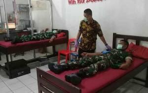 Anggota Kodim 1014 Pangkalan Bun Donor Bantu PMI Kobar Jaga Ketersediaan Darah