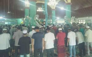 Jumatan di Masjid Roudlotul Jannah Nanga Bulik Masih Normal, Tak Ada Jaga Jarak dan Gulung Karpet