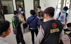Petugas Perketat Pemeriksaan Penumpang di Bandara Kuala Pembuang