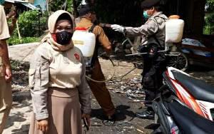 Anggota DPRD Kapuas Ini Peduli Cegah Covid-19 Lewat Bersih-Bersih Lingkungan