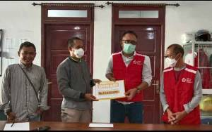 Bantu Upaya Penanggulangan Covid-19, Warganet Kotawaringin Barat Serahkan Donasi ke PMI