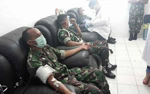 Anggota Kodim 1016 Palangka Raya Ikuti Donor Untuk Cukupi Ketersediaan Darah Akibat Pandemi Covid-19