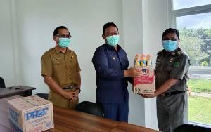 Bupati Pulang Pisau Serahkan Suplemen Untuk Petugas Posko Covid-19