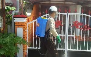 Polres Kotawaringin Timur Maksimalkan Penyemprotan Disinfektan di Permukiman