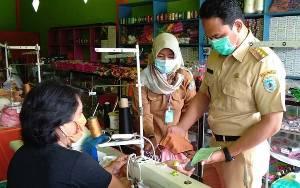 Bupati Lamandau Cek Pembuatan Masker ke Penjahit Lokal