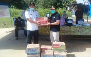 Anggota DPRD Kapuas Ini Beri Bantuan Makanan Untuk Posko Pantau Covid-19 di Pujon