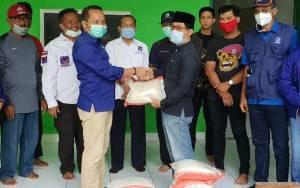 Fraksi Nasdem DPRD Kotim Serahkan Bantuan untuk Masyarakat Terdampak Covid-19