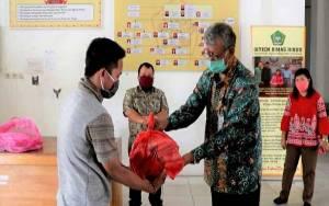 IAHN TP Palangka Raya Bagikan Sembako kepada Warga Kampus