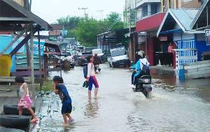 Banjir Mulai Genangi Kota Muara Teweh