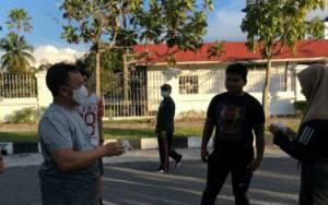 Gubernur Kalteng Olahraga Sambil Bagi Masker