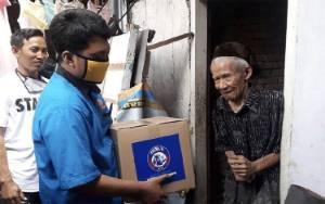 Arema FC Bagi-bagi Sembako buat Warga Terdampak Pandemi Corona