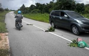 Lubang Menganga di Tengah Jalan Soekarno-Hatta Kasongan Ini Membahayakan Pengendara