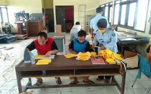 Warga Binaan Rutan Kelas IIB Kuala Kapuas Produksi Masker Kain