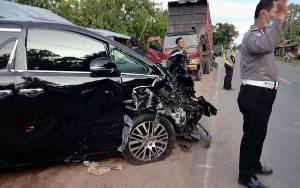 Mobil Mewah Ringsek Setelah Kecelakaan di Pulang Pisau