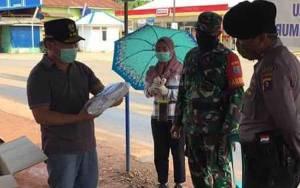 Gubernur Kalteng Serahkan 5.000 Lembar Masker kepada Masyarakat Desa Pelantaran