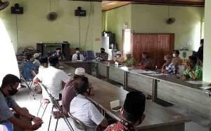 Camat Bulik Undang Pengurus Masjid Pertegas Salat Tarawih di Rumah