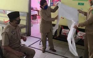 Bupati Sukamara Secara Pribadi Sumbang 110 APD Untuk RSUD Dan Puskesmas