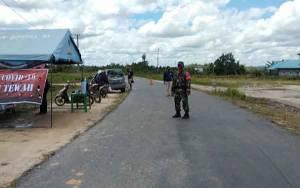 TNI dan Polri Sinergi Bantu Warga Lawan Pandemi Covid-19 di Posko Kecamatan Tewah