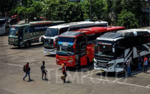 Sopir di Terminal Bus Menganggur Gara-gara Larangan Mudik