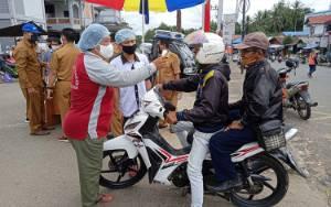 Pengunjung Pasar Tamiang Layang Diukur Suhu Tubuh