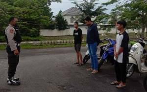 Polisi Tertibkan 3 Remaja Berkumpul Tak Pakai Masker dan Melanggar Lalu Lintas