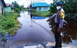 Bhabinkamtibmas Imbau Warga Mendawai Jaga Keselamatan Saat Banjir