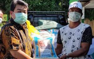 H Abdul Rasyid Dan Hj Nuriyah Salurkan Zakat 48 Ton Beras di Sukamara