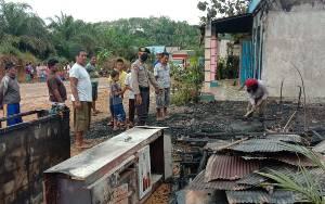Rumah Terbakar di Desa Tanjung Harapan Diduga Akibat Disambar Petir