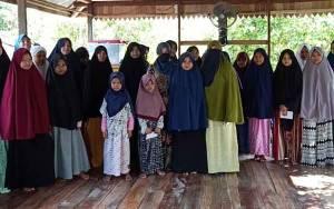 Keluarga Besar Sugianto Sabran Berikan Bantuan ke Pondok Pesantren dan Panti Asuhan