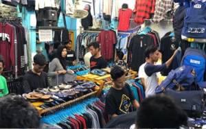 Pendapatan Pedagang Pakaian di Sampit Menurun Drastis