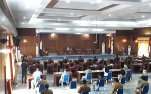 Seluruh Fraksi DPRD Kobar Sepakat Menerima 5 Raperda Pemkab Kobar