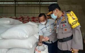 Kapolda Kalteng Cek Stok Beras di Gudang Bulog