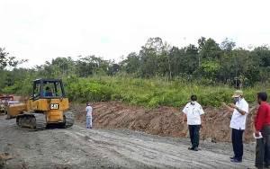 Bupati Barito Utara Tinjau Perbaikan Jalan Negara Simpang Benangin