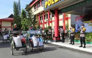 Polda Kalteng Salurkan 3 Ton Beras kepada Warga Palangka Raya