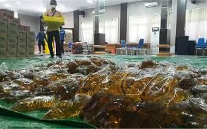 Video CBI Group Salurkan 6.500 Liter Minyak Goreng Ke Pemkab Kobar