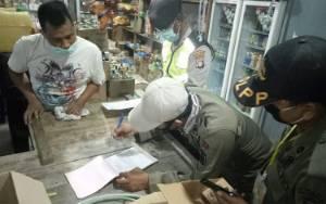 KTP Pedagang Makanan dan Toko Disita Petugas Covid-19 Pos Bundaran Besar