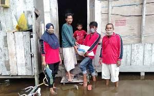 Warga Desa Bangun Harja Terima Bantuan Beras