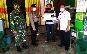 Unsur Tripika Kecamatan Kahayan Hilir Serahkan Hadiah Pemenang Lomba Protokol Pencegahan Covid-19