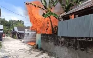 Satu Rumah di Kelurahan Baru Hangus Terbakar