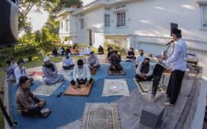 Salat Idul Fitri di Rumah, Wali Kota Bogor Bima Arya Jadi Khatib