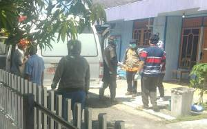 Belasan Warga Gang Abadi Kapuas Dijemput Untuk Karantina Covid-19 Berlangsung Humanis